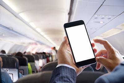 飛行機に持ち込めるモバイルバッテリーの容量は? おすすめ品も紹介!