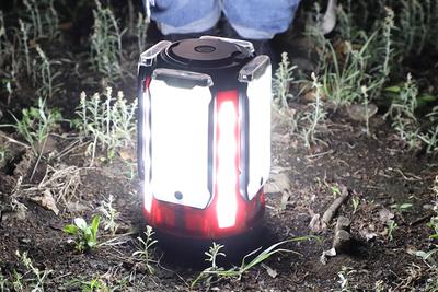 4つの発光パネルを取り外しできるLEDランタン『クアッドマルチパネルランタン』