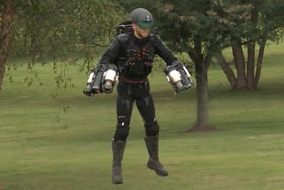 気分はアイアンマン?ジェットエンジンを装着し自在に空を飛ぶ『Daedalus』