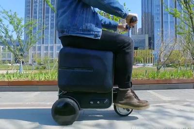 乗って移動できるラクラク3輪スーツケース『Airwheel SE3』