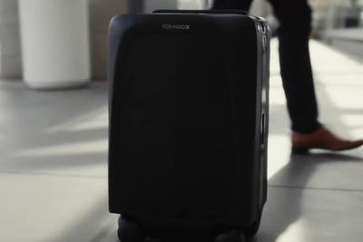 まるでペット!?ピッタリ横をついてくるAI搭載スーツケース『Ovis』