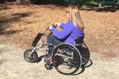 車椅子が電動仕様に!ラクラク装着できる後付けキット『Firefly』