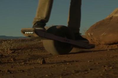 一輪電動スケボー『Onewheel+』で街とオフロードを制覇せよ!