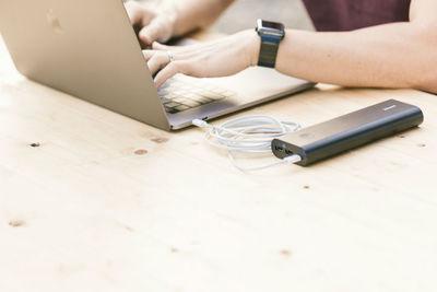 ノートパソコンが充電されない時に便利なのがモバイルバッテリー