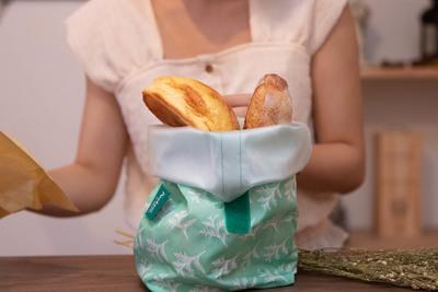 フルーツもラーメンも!?折り畳めて持ち運べる食器『pockeat』
