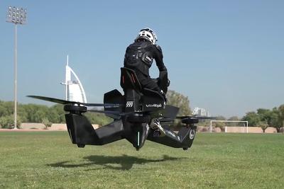 未来の乗り物登場! 『S3』は人を乗せて飛ぶホバーバイク