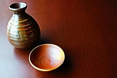 【マナー編】日本酒の正しい飲み方、意外な徳利の注ぎ方も