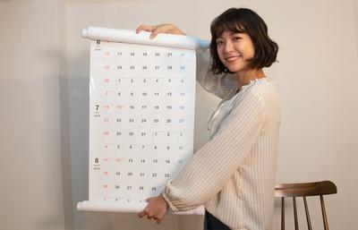 カレンダーの再発明!? ホワイトボード式のロールカレンダーが登場