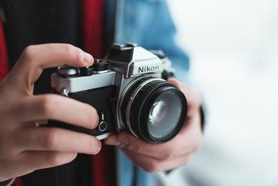 フィルムカメラのおすすめ10選!サイズや価格など選び方も解説