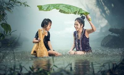 レインウェアで雨をシャットアウト!おすすめ10選と選び方を徹底紹介