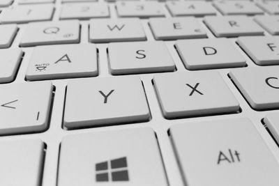 Windowsのキーボードの種類は配列や接続によって違う!選択方法は?