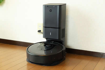 自動でゴミを収集してくれる!お部屋を学習、記憶するロボット掃除機「ルンバi7+」