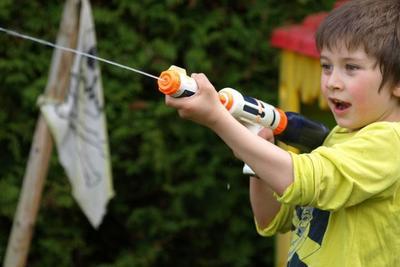 水鉄砲の選び方からおすすめ10選まで一挙に紹介!水遊びをもっと楽しくしよう