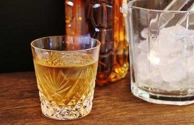 ウイスキー水割りのおすすめのおいしい作り方。ダイエットにも効果あり!