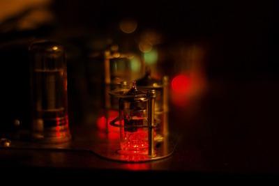 おすすめ真空管アンプ10選!そのやみつきになる音の特徴や扱い方についても紹介