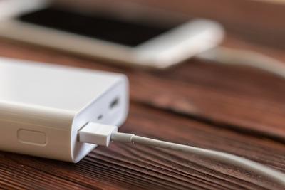 コンビニで買えるモバイルバッテリーの性能は?おすすめの製品も紹介!