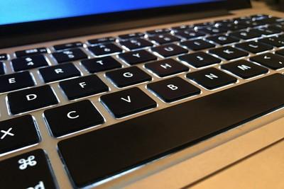 キーボードで大文字にする方法。Windowsやスマホなどまとめて紹介
