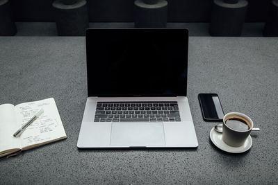 おすすめのノートパソコンケース12選! 便利でおしゃれな強い味方