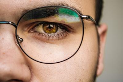 目の疲れや肩こりを解消!おすすめブルーライトカットメガネ10選