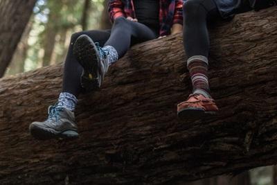 キャンプに最適な靴とは?キャンプ場の種類や季節ごとの選び方を紹介