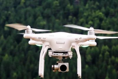 空撮用のドローンとは?許可や法律を知って練習して空撮しよう