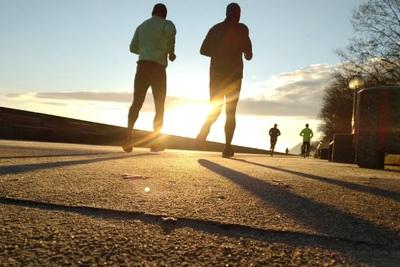 楽しくランニング!ダイエットから速く走るためのポイントを紹介!