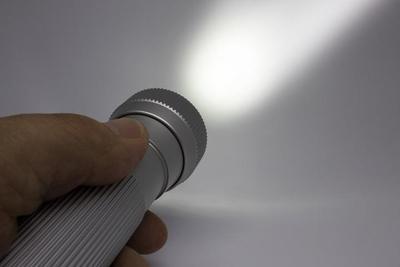 LEDライトで強力照射!おすすめ懐中電灯10選