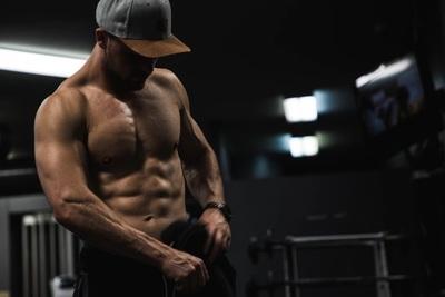ジムで腹筋を鍛えよう!腹筋を割る方法から脂肪を燃焼させる方法も紹介