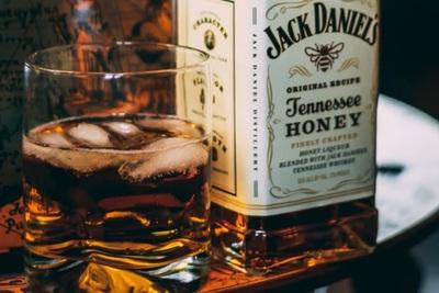 ウイスキーの美味しい飲み方とは?基本内容から割り方まで徹底解説!