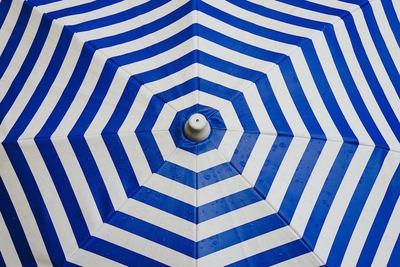 メンズ日傘のおすすめ10選!暑さ対策以外にも便利・ビジネスマンに似合う日傘の選び方も