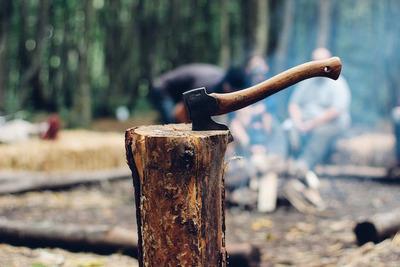 手斧のおすすめ商品10選!キャンプなどアウトドアでの薪割りで大活躍