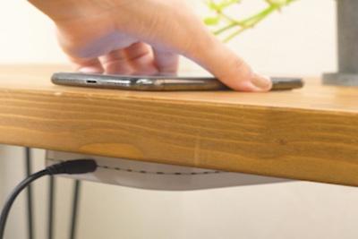 机をワイヤレス充電器に!『deskHack』【半歩未来のライフスタイル】