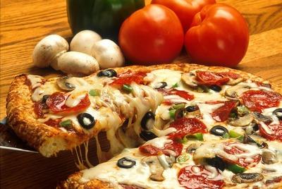 キャンプの〆は手作りピザ!簡単でお洒落なレシピ&本格的なピザ窯をご紹介