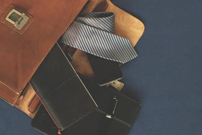 メンズ用筆箱のおすすめ10選!ビジネスに使える素材もデザインもおしゃれなものを選ぼう