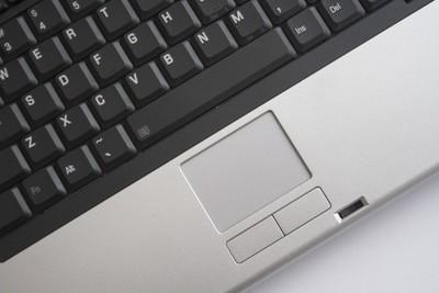 ノートパソコンのタッチパッドを使うには?使い方、無効化有効化など
