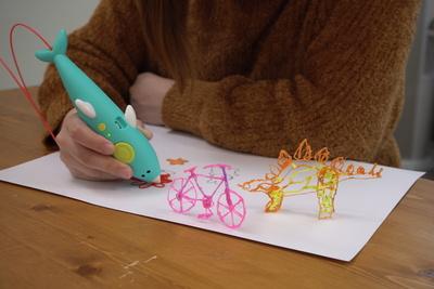 イラストを3Dにしてくれるペンで立体を描こう「myFirst 3dPen Dolphin」【半歩未来のライフスタイル】