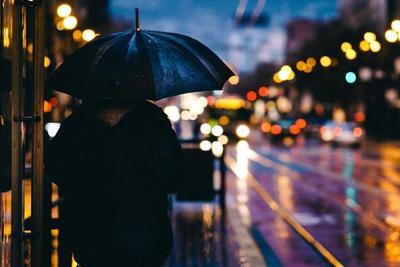 メンズにおすすめのレインコート10選!雨の日に安心して使えるアイテムを選ぼう