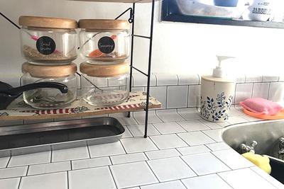 キッチンは100均リメイクシートでDIY!賃貸OKな貼り方を実演解説