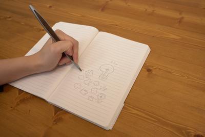他のペンとは一味違う!摩擦で書ける『インクレスペン』【半歩未来のライフスタイル】