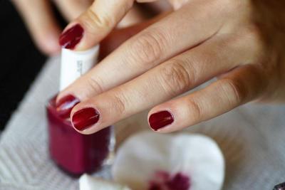 除光液のおすすめ10選!爪にダメージを与えずきれいにできるアイテムを選ぼう