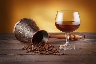 ウイスキーとコーヒーは大人の愉しみ!おすすめのカクテルの作り方