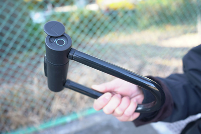 指紋認証で解錠できるU字ロック「U・Be・Lock」【半歩未来のライフスタイル】