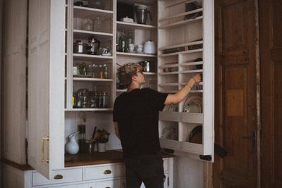 キッチンキャビネットの選び方&おしゃれなコーディネート実例