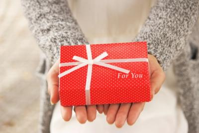 女友達・職場の女性への誕生日プレゼントランキング【100人に徹底調査】