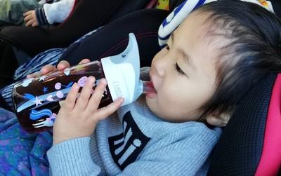 幼い子どもに初めての水筒、どう選ぶ? メーカーのオススメは?