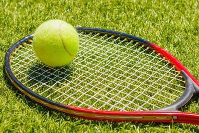 テニスラケットの選び方3つとおすすめのテニスラケット10選